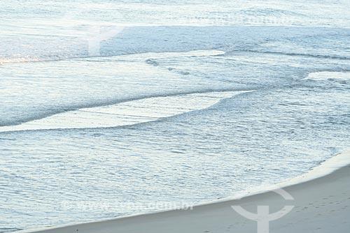 Detalhe de onda na orla de Praia de Ipanema  - Rio de Janeiro - Rio de Janeiro (RJ) - Brasil