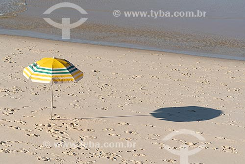 Guarda-sol na orla da Praia de Ipanema  - Rio de Janeiro - Rio de Janeiro (RJ) - Brasil