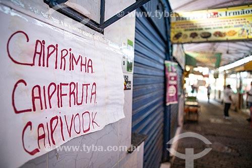 Detalhe de letreiro com o dizer: Caipirinha, Caipiruta e Caipivodk no Centro Luiz Gonzaga de Tradições Nordestinas  - Rio de Janeiro - Rio de Janeiro (RJ) - Brasil