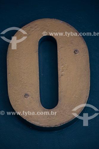 Detalhe de letreiro com a letra: O  - Rio de Janeiro - Rio de Janeiro (RJ) - Brasil