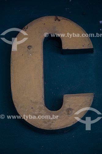 Detalhe de letreiro com a letra: C  - Rio de Janeiro - Rio de Janeiro (RJ) - Brasil