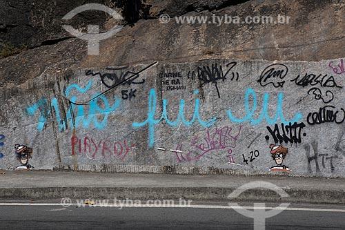 Detalhe de intervenção urbana com o dizer: Não fui eu  - Rio de Janeiro - Rio de Janeiro (RJ) - Brasil