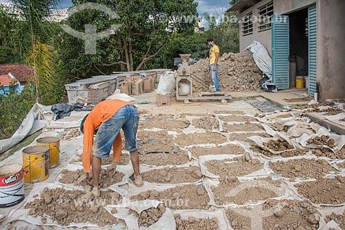 Preparo da argila para uso em atelier de cerâmica  - Cunha - São Paulo (SP) - Brasil