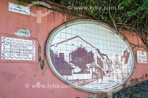 Painel de azulejos do Projeto Resgate da Memória - Ladeira das Mercês - na Rua Dr. Osvaldo Cruz  - São Luís do Paraitinga - São Paulo (SP) - Brasil