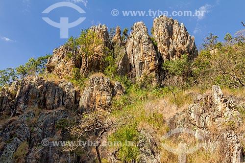 Rochedo de pedra próximo ao Condomínio Retiro das Pedras  - Nova Lima - Minas Gerais (MG) - Brasil