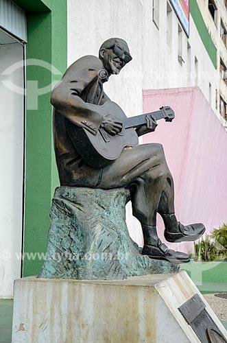 Escultura do Cartola em frente ao Centro Cultural Cartola  - Rio de Janeiro - Rio de Janeiro (RJ) - Brasil