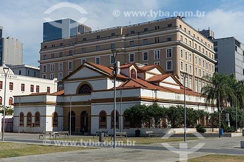 Fachada da Casa França-Brasil (1820) com o Centro Cultural Banco do Brasil (1906) ao fundo  - Rio de Janeiro - Rio de Janeiro (RJ) - Brasil