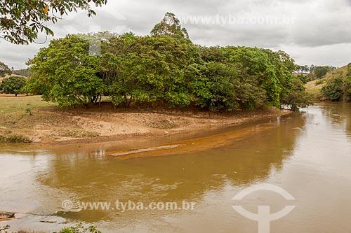 Vista do assoreamento do Rio Pomba durante a época da vazante  - Guarani - Minas Gerais (MG) - Brasil