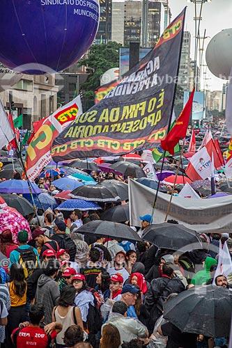 Manifestação contra os cortes (contingenciamento) de verbas para a educação universitária na Avenida Paulista  - São Paulo - São Paulo (SP) - Brasil