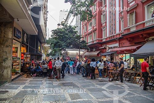 Mesas de bar na calçada da Rua Dom José de Barros  - São Paulo - São Paulo (SP) - Brasil