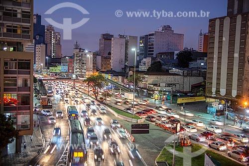 Engarrafamento na Avenida Prestes Maia durante o pôr do sol  - São Paulo - São Paulo (SP) - Brasil