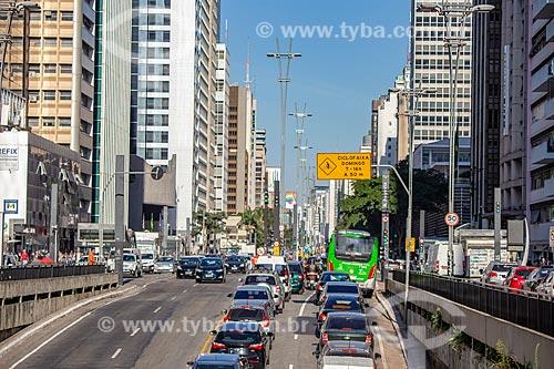 Tráfego na Avenida Paulista  - São Paulo - São Paulo (SP) - Brasil
