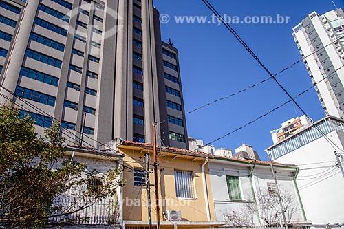 Fachada de casas antigas e edifícios novos  - São Paulo - São Paulo (SP) - Brasil