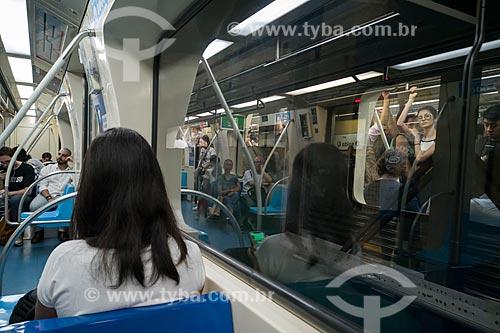 Metrô linha 4 Amarela - interior do vagão  - São Paulo - São Paulo (SP) - Brasil