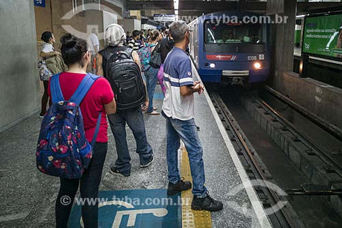 Metrô linha 1 azul - Estação Santa Cruz do Metrô de São Paulo  - São Paulo - São Paulo (SP) - Brasil