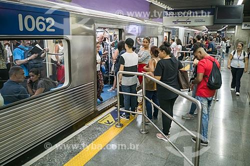 Metrô linha 1 azul - Estação Paraíso do Metrô de São Paulo  - São Paulo - São Paulo (SP) - Brasil