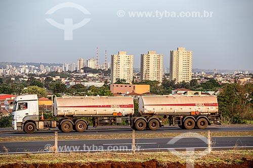 Caminhão-tanque no Anel Viário de Ribeirão Preto  - Ribeirão Preto - São Paulo (SP) - Brasil