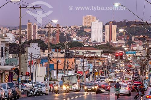 Tráfego na Avenida Dom Pedro I durante o anoitecer  - Ribeirão Preto - São Paulo (SP) - Brasil