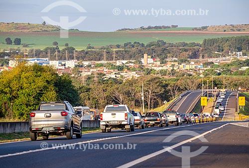 Tráfego no entroncamento das rodovia SP-322 e SP-255  - Ribeirão Preto - São Paulo (SP) - Brasil