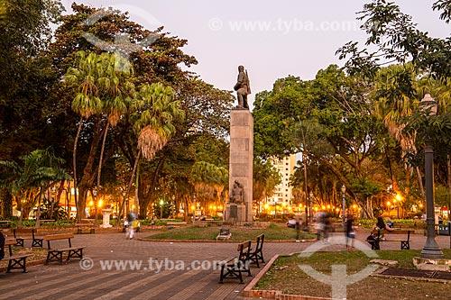Vista da Praça XV de Novembro com o obelisco em homenagem à Revolução Constitucionalista de 1932  - Ribeirão Preto - São Paulo (SP) - Brasil