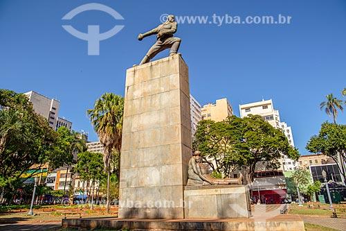 Obelisco em homenagem à Revolução Constitucionalista de 1932 na Praça XV de Novembro  - Ribeirão Preto - São Paulo (SP) - Brasil