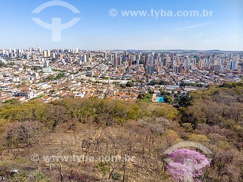 Foto feita com drone do Parque Municipal do Morro de São Bento com a cidade de Ribeirão Preto ao fundo  - Ribeirão Preto - São Paulo (SP) - Brasil