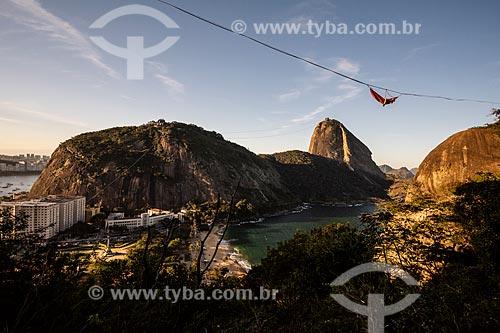 Praticante de slackline em rede com o Pão de Açúcar ao fundo  - Rio de Janeiro - Rio de Janeiro (RJ) - Brasil