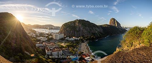 Vista do Pão de Açúcar a partir do Morro da Babilônia durante o pôr do sol  - Rio de Janeiro - Rio de Janeiro (RJ) - Brasil