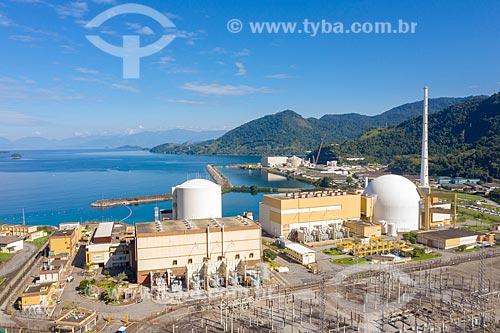 Foto feita com drone das usinas Angra 1 e 2 a frente e usina Angra 3 (ainda em construção) ao fundo - Central Nuclear Almirante Álvaro Alberto  - Angra dos Reis - Rio de Janeiro (RJ) - Brasil