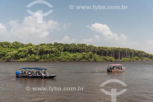 Lanchas navegando no Rio Preguiças próximo ao Parque Nacional dos Lençóis Maranhenses  - Barreirinhas - Maranhão (MA) - Brasil