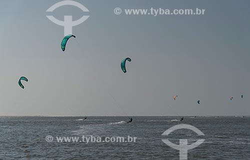 Praticante de kitesurf na foz do Rio Preguiças  - Barreirinhas - Maranhão (MA) - Brasil