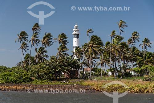 Vista do Farol de Preguiças (1940) - também conhecido como Farol de Mandacarú - a partir do Rio Preguiças  - Barreirinhas - Maranhão (MA) - Brasil
