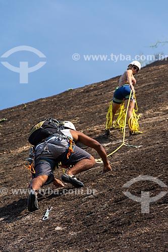 Detalhe de alpinistas durante a escalada do morro do Morro da Babilônia  - Rio de Janeiro - Rio de Janeiro (RJ) - Brasil