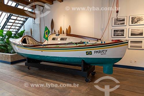 I.A.T - Barco utilizado por Amyr Klink para atravessar o Atlântico Sul à remo - Exposição no Centro histórico de Paraty  - Paraty - Rio de Janeiro (RJ) - Brasil