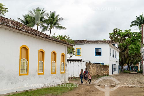 Família passeando pelas ruas do centro histórico de Paraty  - Paraty - Rio de Janeiro (RJ) - Brasil