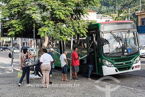 Ponto de ônibus urbano  - Angra dos Reis - Rio de Janeiro (RJ) - Brasil
