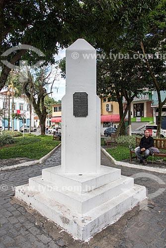 Obelisco comemorativo ao 4º centenário da descoberta de Angra dos Reis  - Angra dos Reis - Rio de Janeiro (RJ) - Brasil
