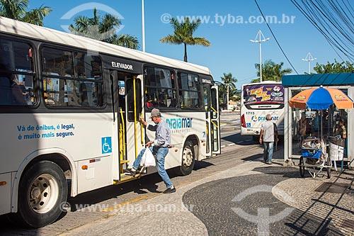 Ponto de ônibus  - Caraguatatuba - São Paulo (SP) - Brasil