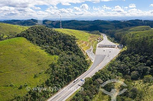 Foto feita com drone da Rodovia dos Tamoios (SP-099)  - Jambeiro - São Paulo (SP) - Brasil