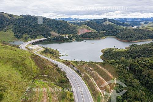 Foto feita com drone da Rodovia dos Tamoios (SP-099)  - Paraibuna - São Paulo (SP) - Brasil