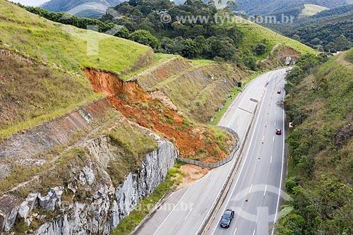 Foto feita com drone de deslizamento de na Rodovia dos Tamoios (SP-099)  - Paraibuna - São Paulo (SP) - Brasil