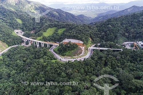 Foto feita com drone do canteiro de obras da duplicação da Rodovia dos Tamoios (SP-099) - trecho da Serra do Mar  - Caraguatatuba - São Paulo (SP) - Brasil