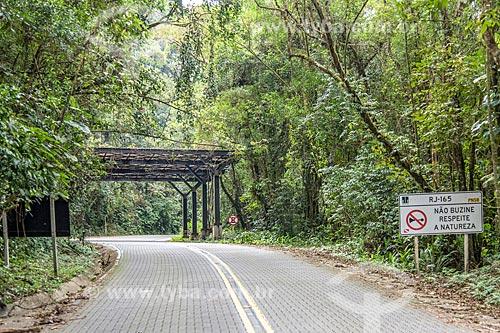 Cobertura metálica pra conter queda de árvores na Rodovia (RJ-165) Estrada Parque Comendador Antonio Conti - Estrada Parque Paraty-Cunha - Antiga Estrada Real do Caminho do Ouro  - Paraty - Rio de Janeiro (RJ) - Brasil