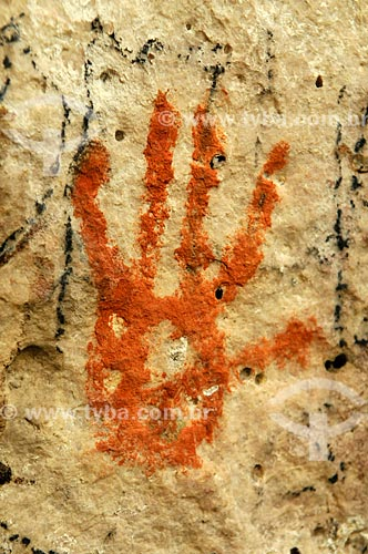 Detalhe de pintura rupestre - Sítio Arqueológico Gruta do Barro Branco  - Alcinópolis - Mato Grosso do Sul (MS) - Brasil