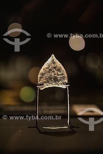 Ponta de flecha em quartzo hialino - Museu do Homem Americano  - São Raimundo Nonato - Piauí (PI) - Brasil