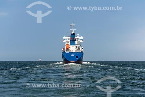 Navio para transporte de óleo e gás deixando o Rio de Janeiro  - Rio de Janeiro - Rio de Janeiro (RJ) - Brasil