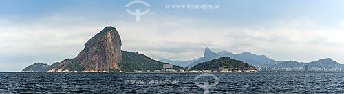 Vista do Pão de Açúcar a partir da Baía de Guanabara com o Cristo Redentor ao fundo  - Rio de Janeiro - Rio de Janeiro (RJ) - Brasil