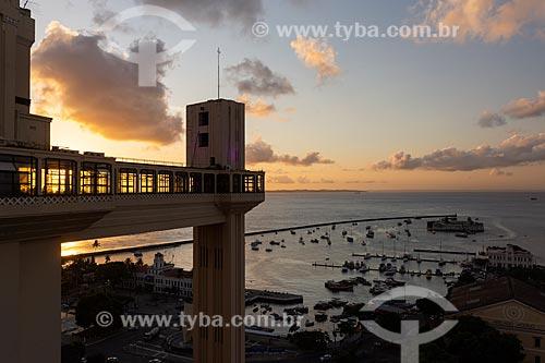 Pôr do sol no Elevador Lacerda (1873)  - Salvador - Bahia (BA) - Brasil