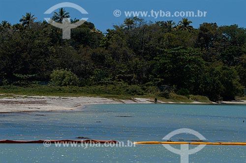 Fixação de barreiras para contenção de óleo na foz do Rio Timbó  - Ilha de Itamaracá - Pernambuco (PE) - Brasil