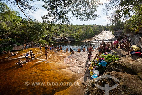 Turistas no Poço do Pato - Parque Nacional da Chapada Diamantina  - Lençóis - Bahia (BA) - Brasil